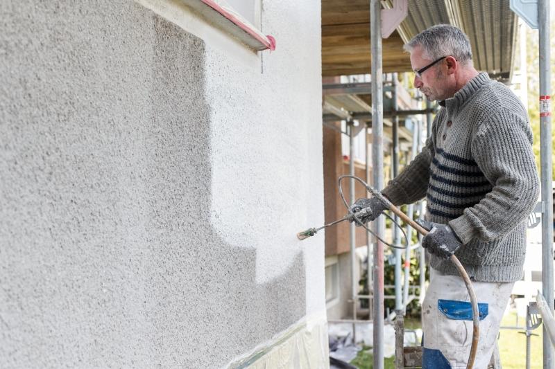 Fassadenanstrich  durchgeführt von einem Mitarbeiter des Malerbetrieb Malermeister Bönninger Dortmund.