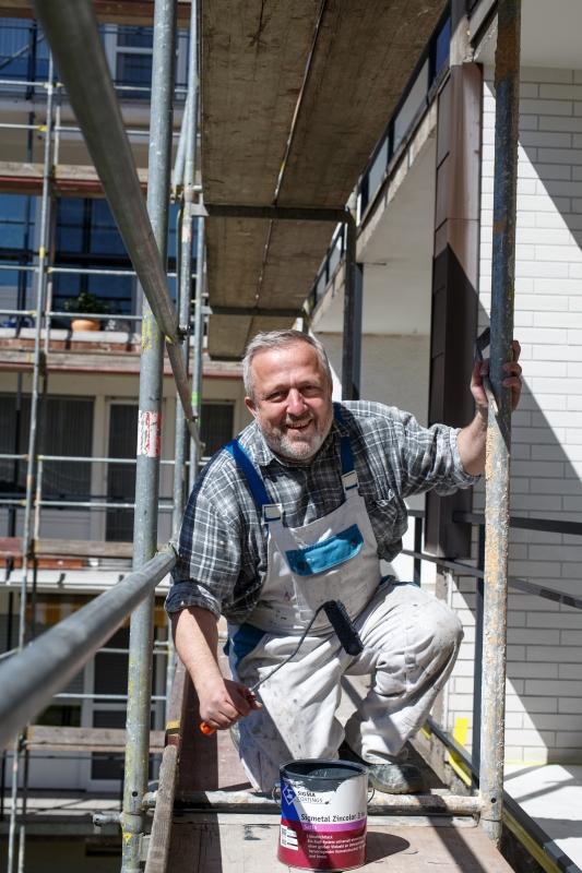 Fassadenanstrich durchgeführt von einem Mitarbeiter des Malerbetrieb Bönninger Dortmund.