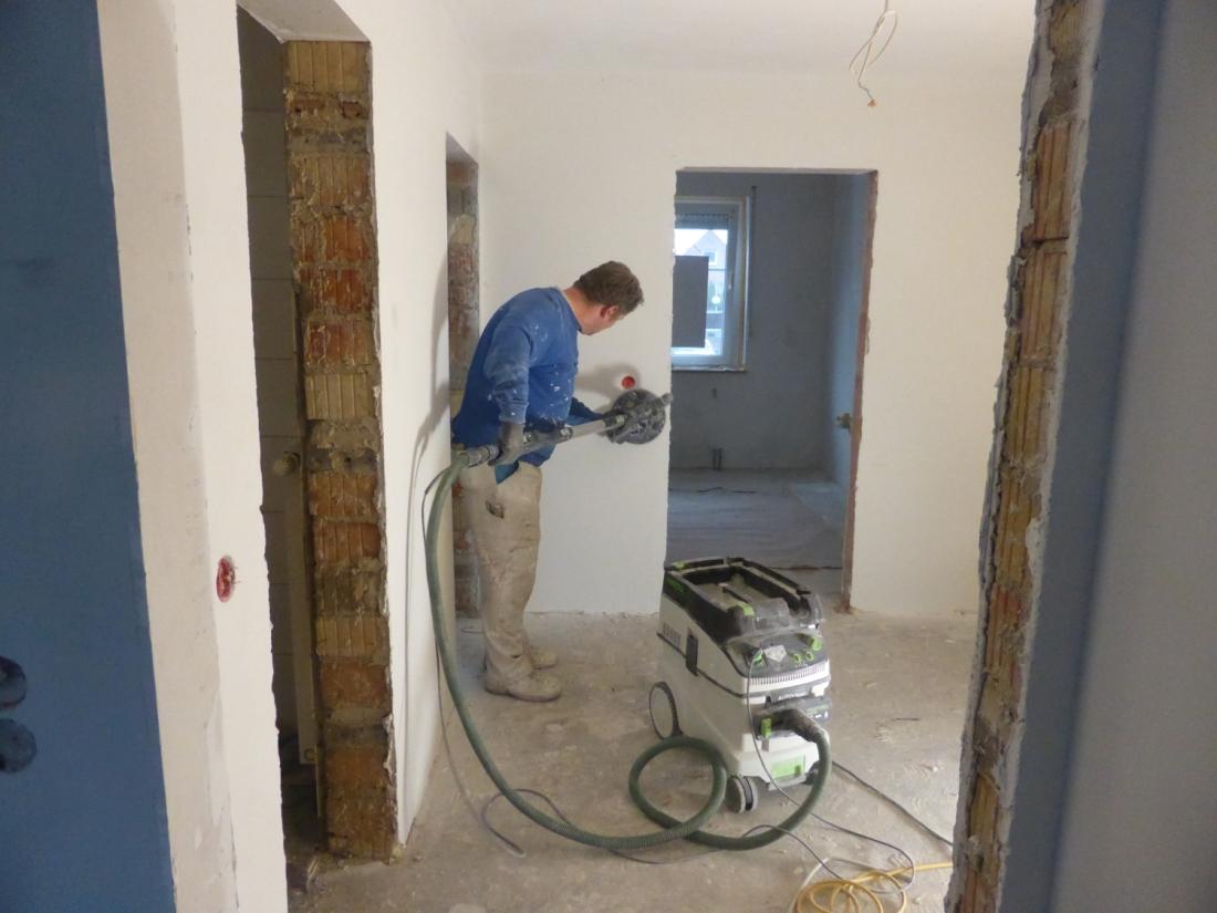 Innenarbeiten durchgeführt von einem Mitarbeiter des Malerbetrieb Bönninger Dortmund.