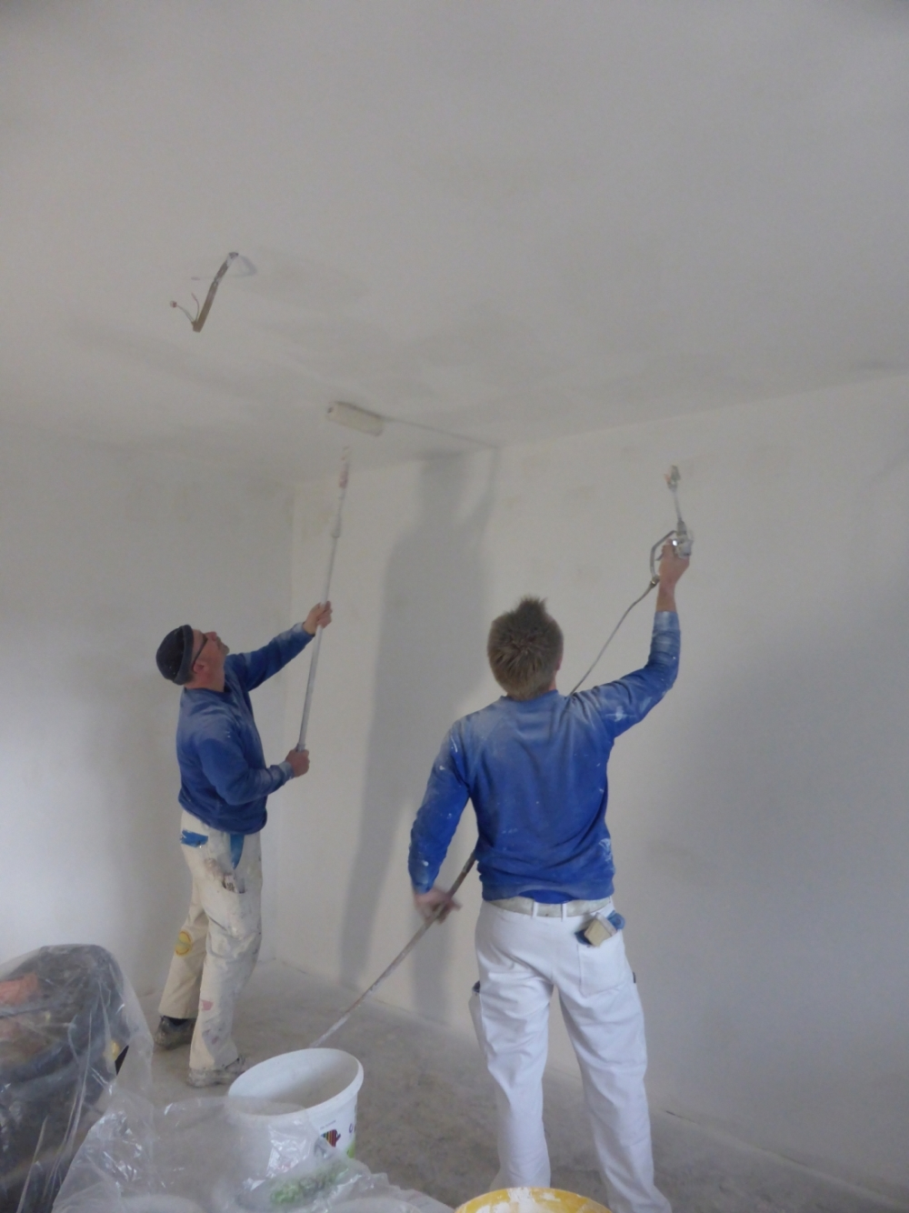 Maler bei der arbeit  Maler bei der Arbeit : Mitarbeiter Malerbetrieb Bönninger Dortmund